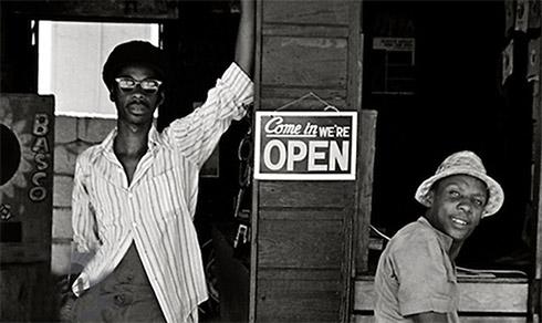 """News reggae : """"Get Up Stand Up"""", le roman du réalisateur Perry Henzell traduit en français"""