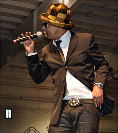 06. Shaggy (Gregory Isaacs Funeral / Novembre 2010)