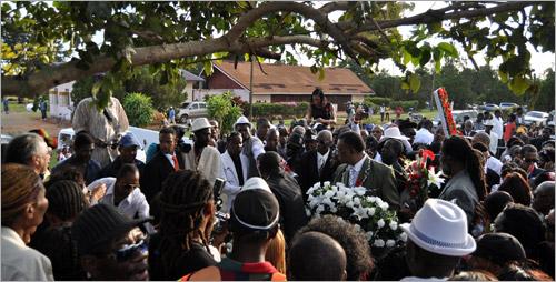 15. Dovecot Memorial Park (Gregory Isaacs Funeral / Novembre 2010)