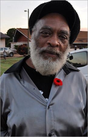 19. Michael Campbell, ami et producteur de Gregory Isaacs, a fait le voyage depuis Londres (Gregory Isaacs Funeral / Novembre 2010)