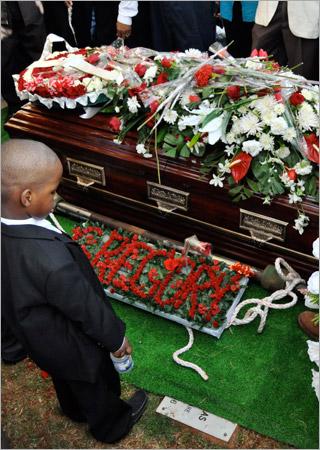 22. Un des six petits-enfants de Gregory Isaacs (Gregory Isaacs Funeral / Novembre 2010)