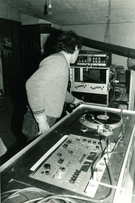21. Au fil des éditions, le matériel s'améliore avec notamment l'ajout d'un equalizer - 26 mars 1983 (© Marie Vaneetvelde)