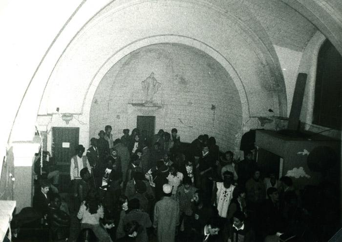 23. Chaque Reggae Party a réuni 200 à 300 personnes, sous le regard de la Vierge Marie - 26 mars 1983 (© Marie Vaneetvelde)
