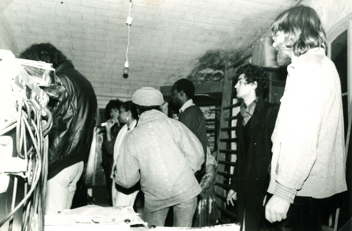29. Jean Cotton (de dos), Claire, Abou, Eric, Didier - 30 avril 1983 (© Marie Vaneetvelde)