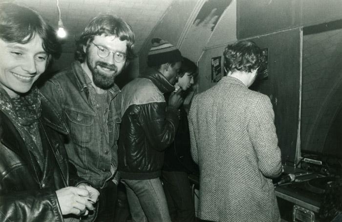 37. Hélène Lee, Didier, Papa Daniel, Ange, Burny - 30 avril 1983 (© Marie Vaneetvelde)