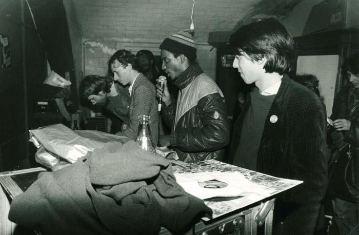 39. Didier, Burny, Papa Daniel, Ange, Hélène Lee - 30 avril 1983 (© Marie Vaneetvelde)