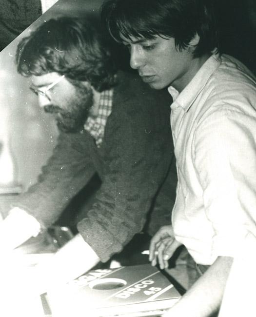 44. Didier et Ange aux platines - 28 mai 1983 (© Marie Vaneetvelde)