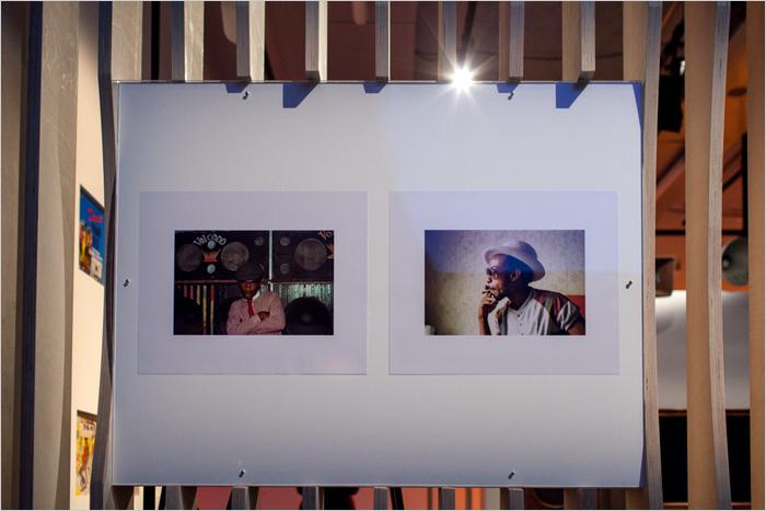 08. Photos de Beth Lesser : à gauche le deejay El Figo Barker du sound Volcano, à droite le producteur de Volcano Henry 'Junjo' Lawes