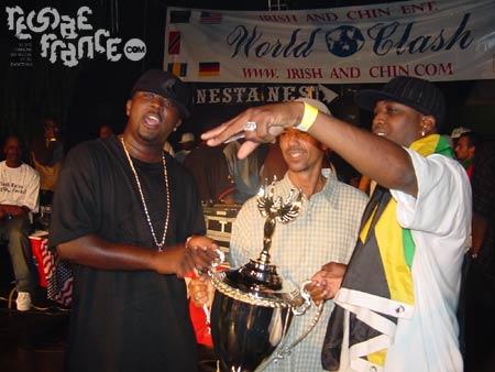 Black kat vainqueur avec la coupe...  (World Clash 2004)